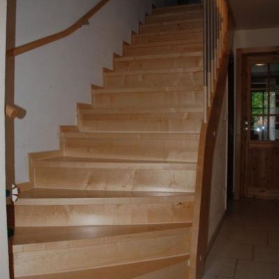 Treppensanierung einer Steintreppe in Ahorn Massivholz in Löthain