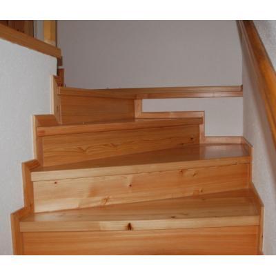 Treppensanierung einer Steintreppe in Lärche Massivholz in Schmiedewalde
